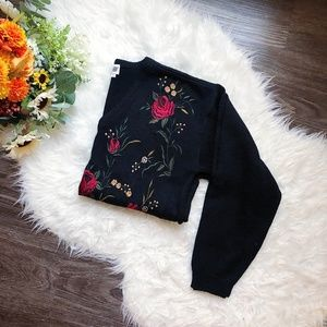 VINTAGE WOOL KNIT SWEATER W/ FLORAL EMBROIDERY